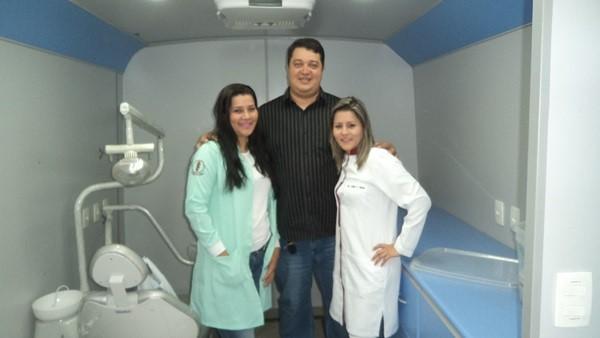 Franciele Ferreira (THB) (E) – CB PM Alan Mota diretor executivo da Astir © - Leiliane Soares cirugiã-dentista.